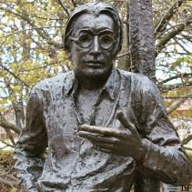 Statue of Lőrinc Szabó