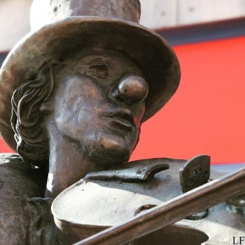 Statue of a clown in Kárász Street